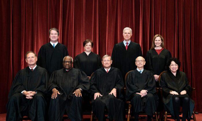 مارشالهای ایالات متحده از نهادهای انتظامی فدرالی آمریکا است که زیرمجموعه وزارت دادگستری آمریکا محسوب میشود. این نهاد در واقع قدیمیترین