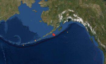 سونامی بنابر اعلام سازمان زمین شناسی آمریکا (USGS)، زمین لرزهای به بزرگی ۸.۲ ریشتر و پس لرزههای متعدد اواخر روز چهارشنبه شبه جزیره آلاسکا