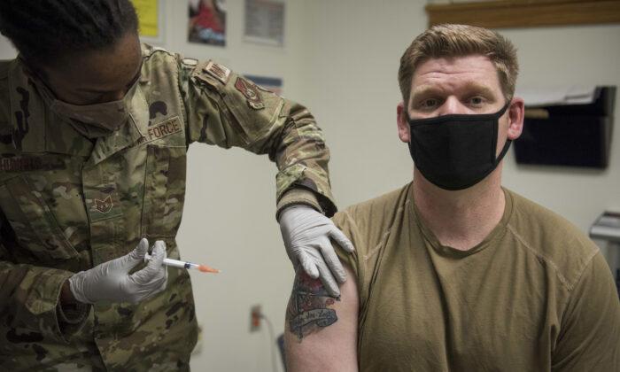 ارتش مسی در توئیتر خود نوشت: «چند تن از داوطلبان نظامی با من تماس گرفتهاند؛ آنها میگویند اگر واکسن کووید اجباری شود، از کارشان کنارهگیری