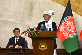 طالبان رئیس جمهور افغانستان در مذاکرات اضطراری وعده داد از مردم در مقابل حمله طالبان دفاع کند اشرف غنی، رئیس جمهور افغانستان روز شنبه گفت