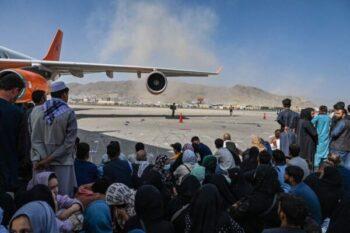 کابل سفارت ایالات متحده روز چهارشنبه ضمن انتشار یک هشدار امنیتی گفت «دولت ایالات متحده نمیتواند امنیت مسیر تا فرودگاه بینالمللی حمید کرزی