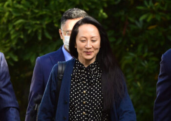 مایکل این دو نفر بهعنوان قربانیان «دیپلماسی گروگانگیری» پکن تلقی میشوند که به تلافی دستگیری و بازداشت منگ وانجو، مدیر عامل هوآوی توسط کانادا